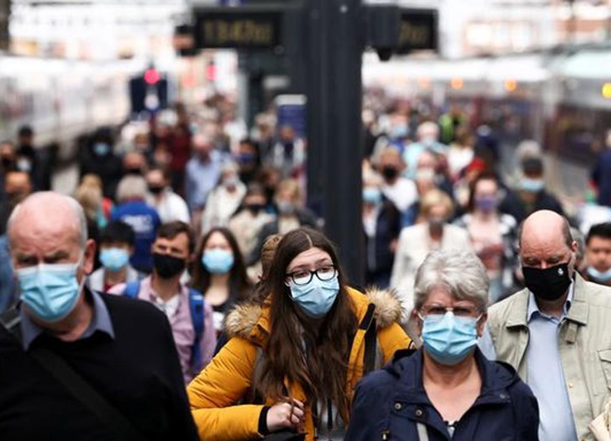 İngiltere'de son 24 saatte 46 bin 558 yeni vaka