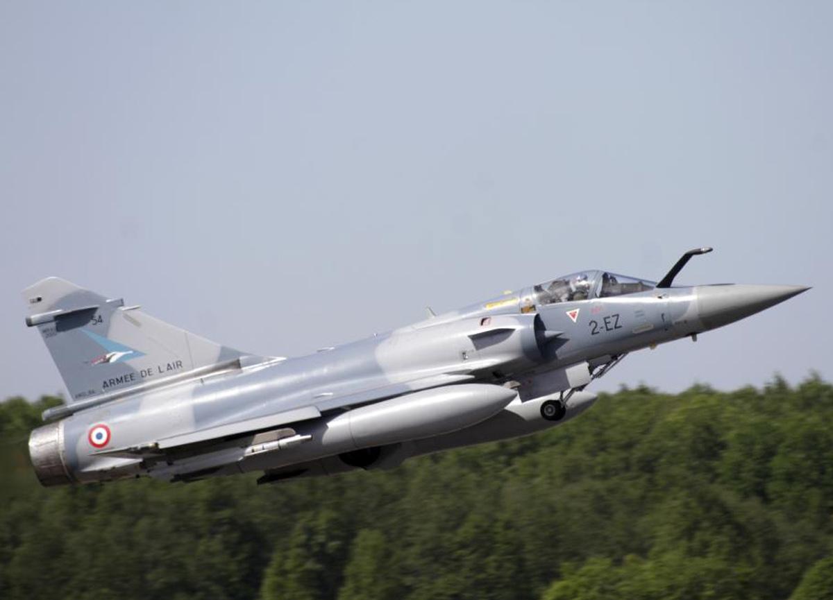 Mali'de Fransa'ya ait savaş uçağı teknik arıza nedeniyle düştü
