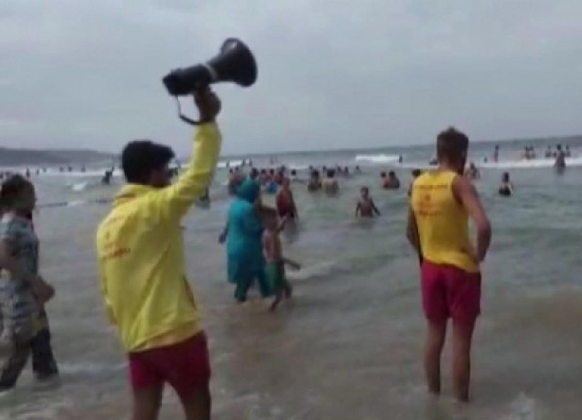 Şile'de denize girmek yasaklandı! Çıkan kavgada cankurtaran bıçaklandı