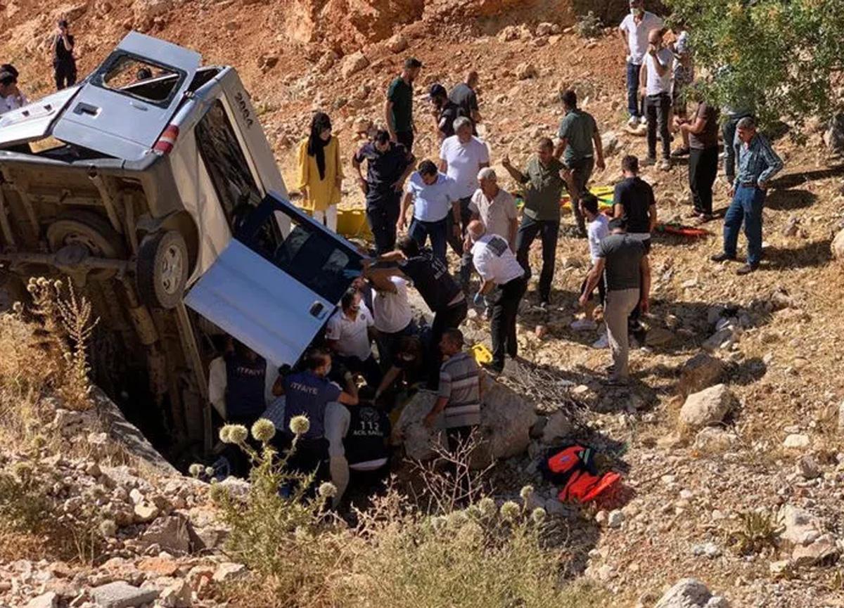 Adıyaman'da feci kaza! 2 kişi öldü, 5 kişi ağır yaralandı...