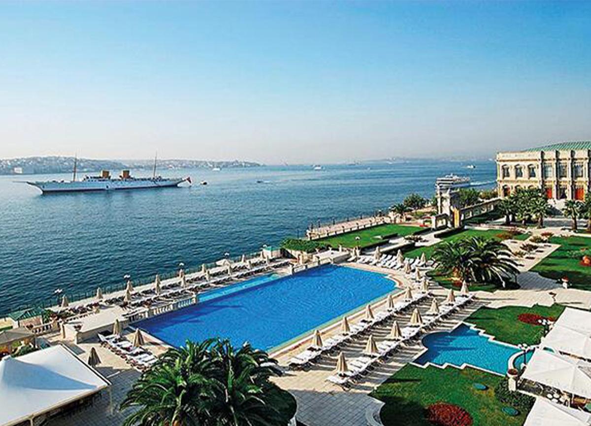 Boğaz'da havuz keyfi yapmanın fiyatı dudak uçuklatıyor!