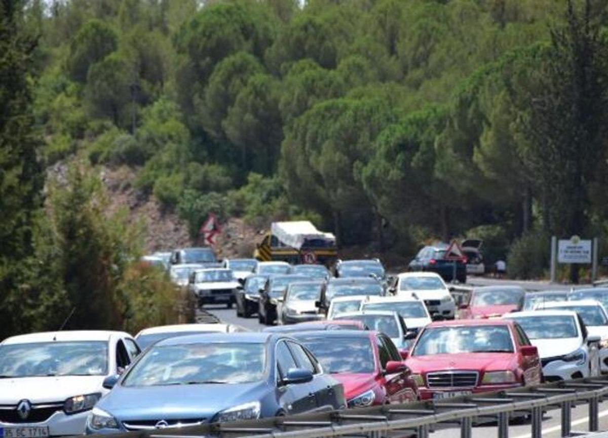 Kurban Bayramı dönüşü trafik yoğunluğu! Kuyruk 15 kilometre uzadı...