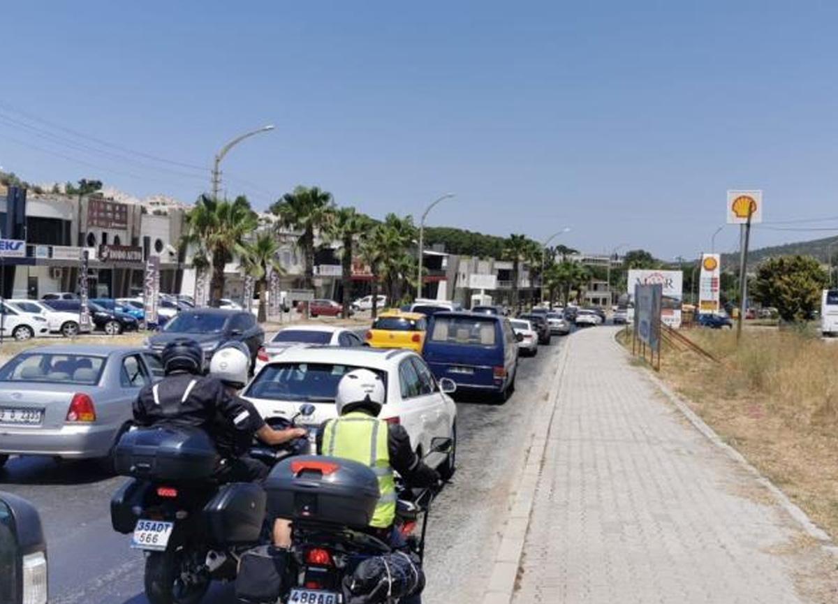 Bayram bitti, İzmir'de trafik yoğunluğu devam etti