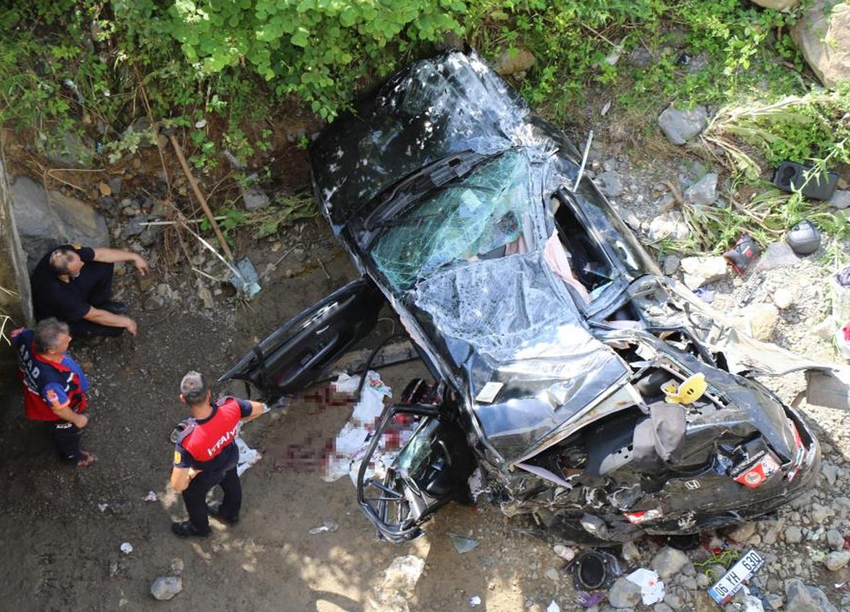 Şarampolden düşen araçta 1 kişi öldü, 7 kişi yaralandı