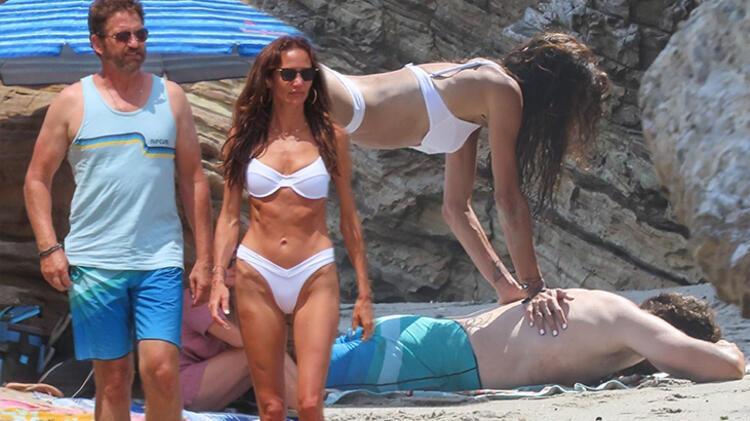 Gerard Butler-Morgan Brown plajda! Sevgilisine masaj yaptı