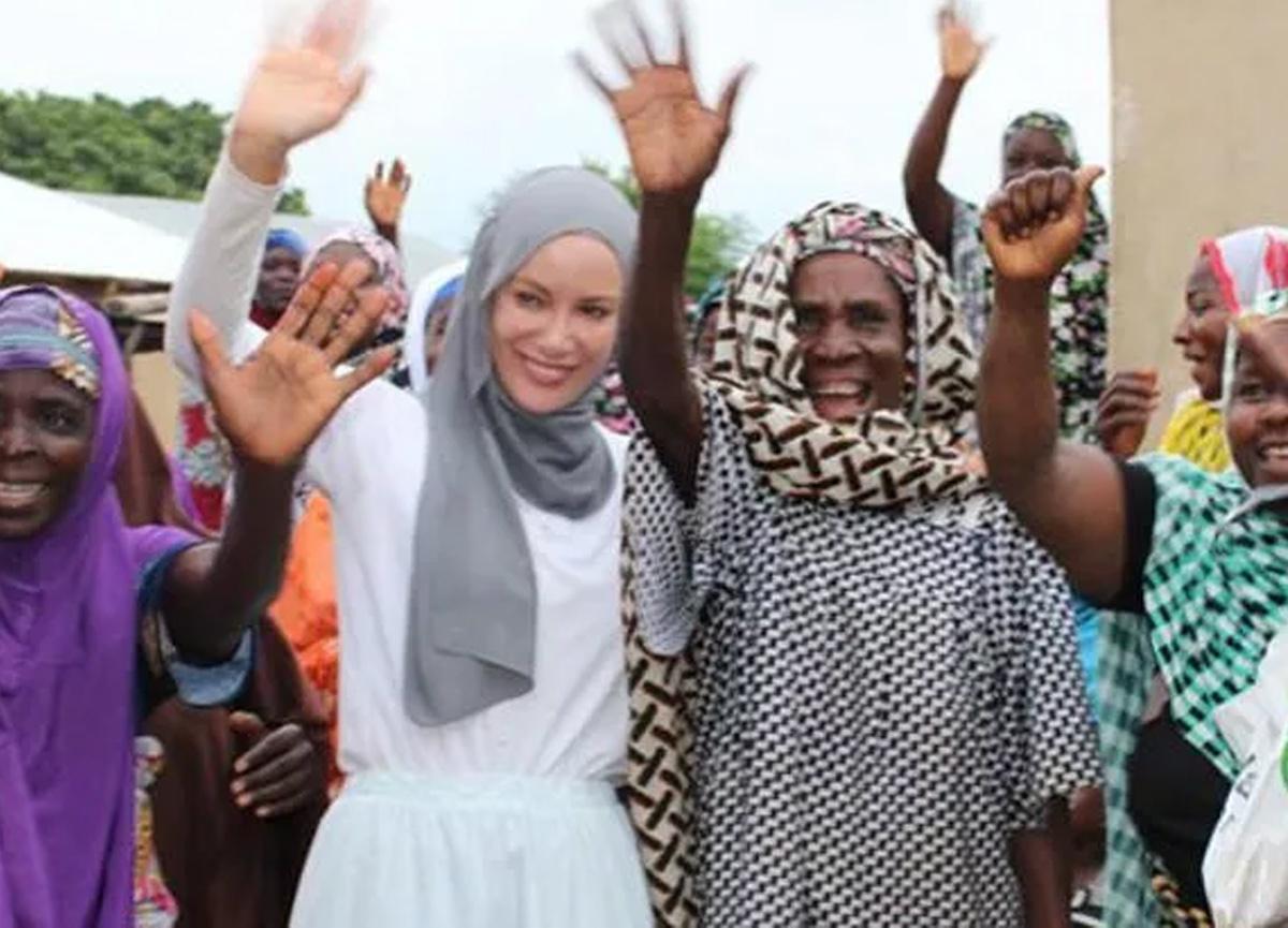 Gamze Özçelik Togo'ya yardım götürdü