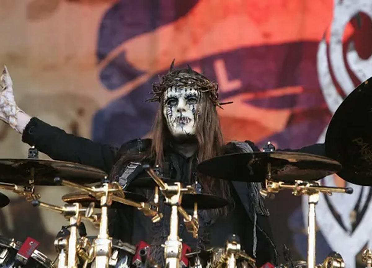 Dünyaca ünlü müzisyen Joey Jordison hayatını kaybetti