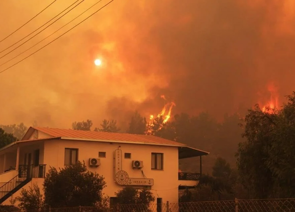Milas'ta 5 mahalle tahliye edildi: Çökertme köyü alevlere teslim oldu