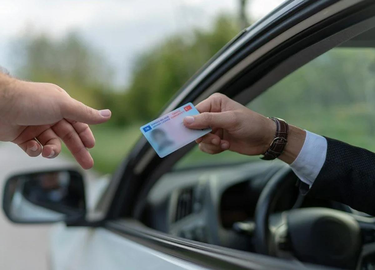 Yargıtay'dan karar! Kiralık aracın ehliyetsiz kişiye verilmesine ceza...