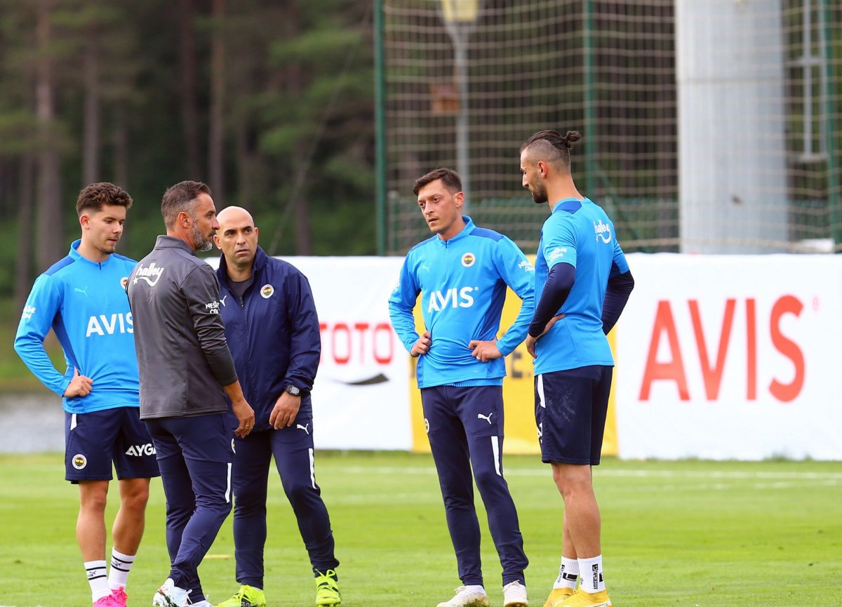 Vitor Pereira, Fenerbahçe'de takımın liderini belirledi: Mesut Özil
