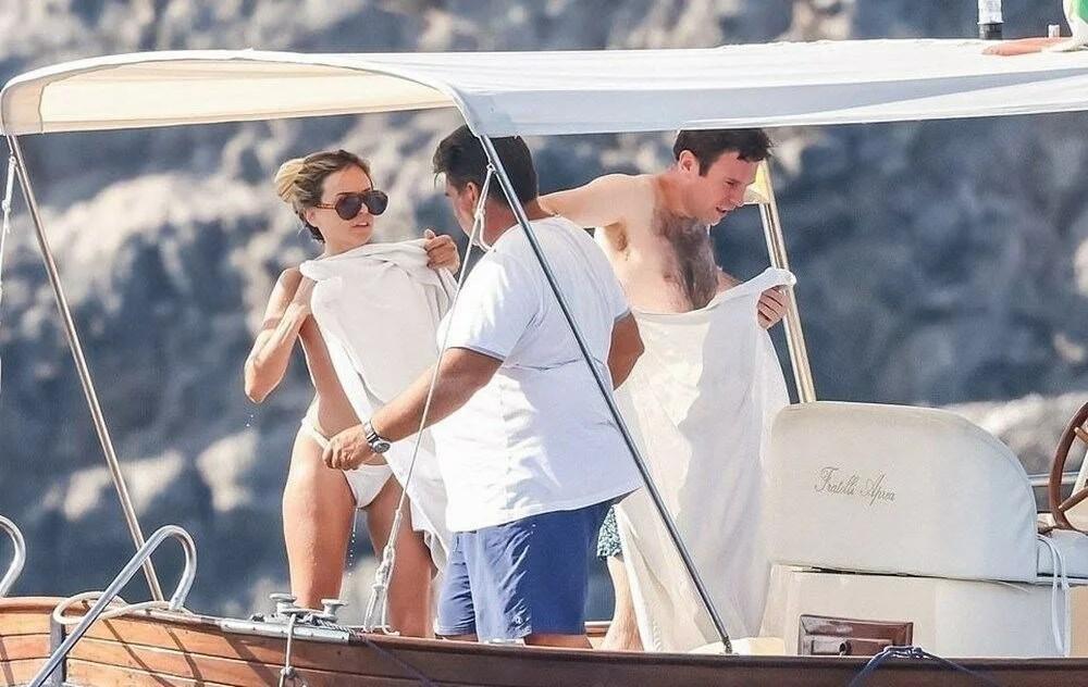 Prenses Eugenie'in eşi Jack Brooksbank'in teknede üç kadınla görüntülenmesini kayınvalidesi savundu