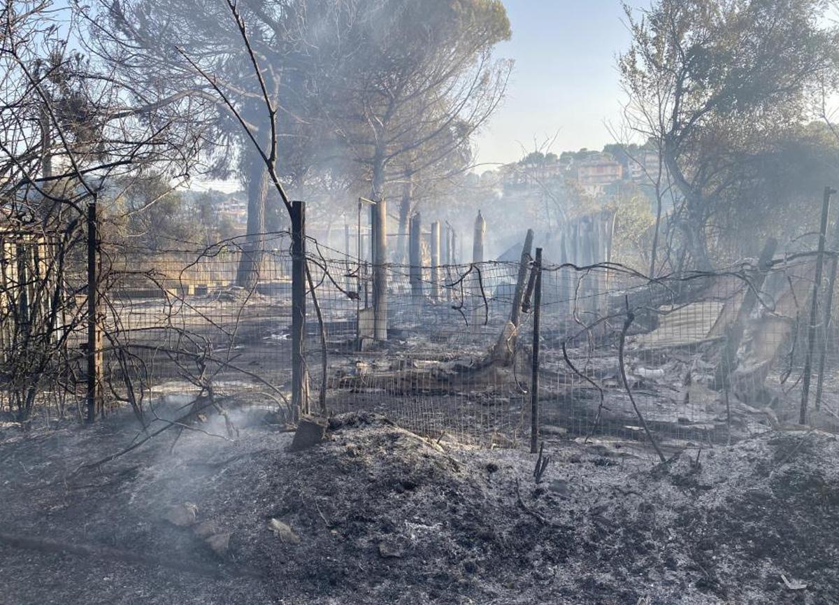 İtalya'da yangın tehlikesi yüzünden bazı tatil bölgeleri tahliye edildi