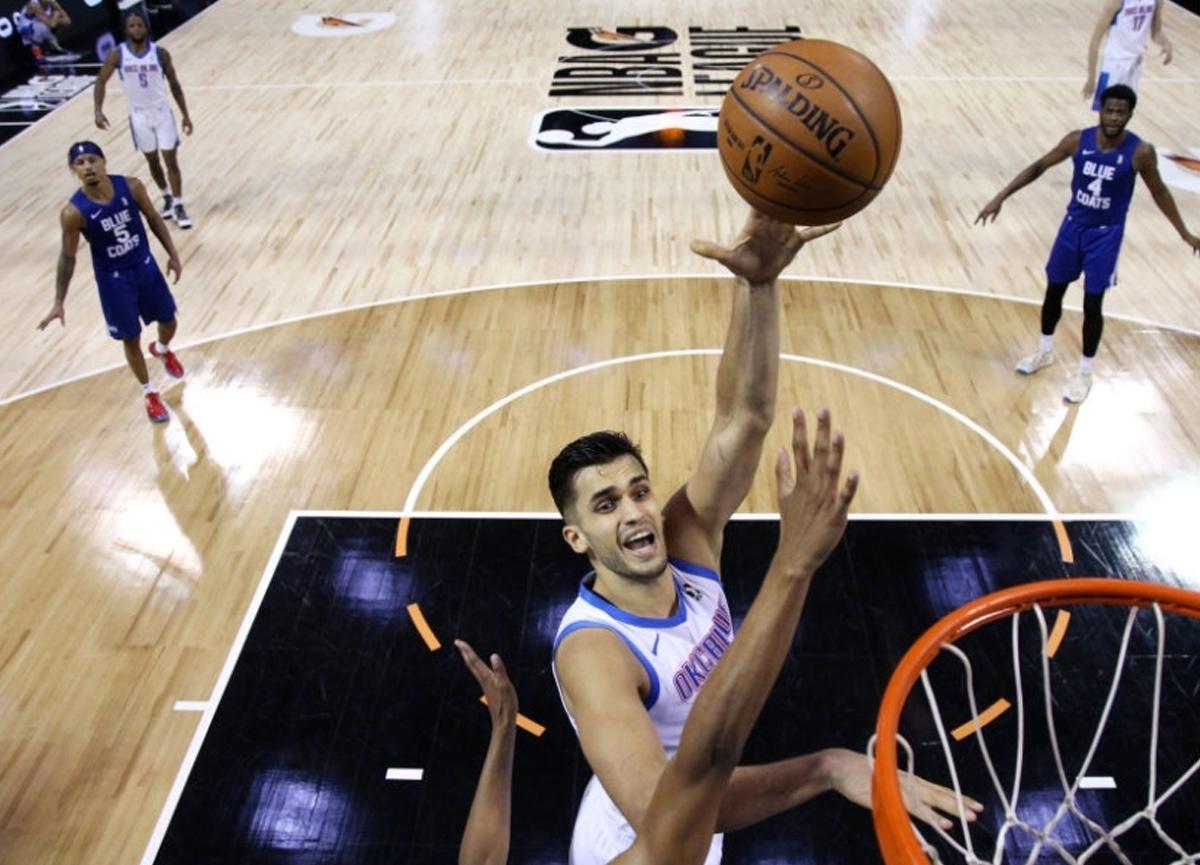 Ömer Faruk Yurtseven, Los Angeles Lakers'ı tek başına dağıttı