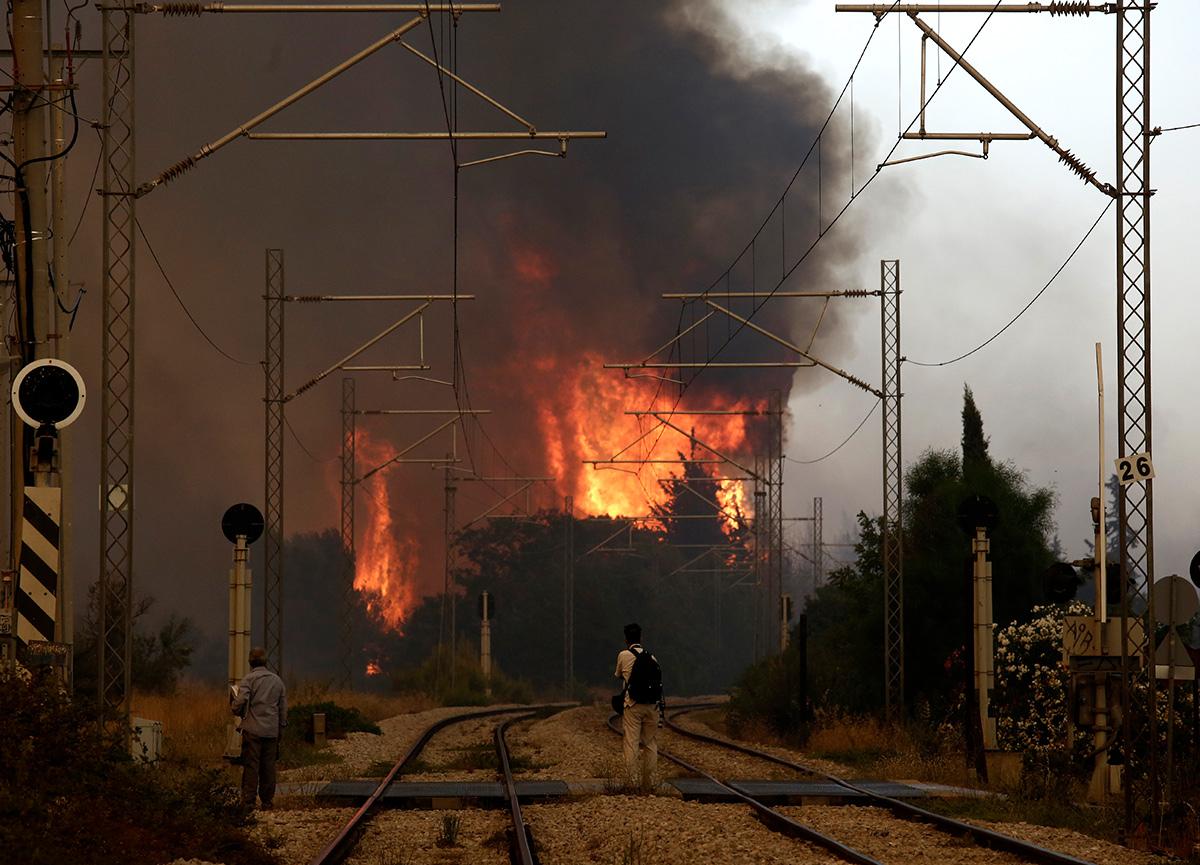 Yunanistan alevlere teslim: 'Mecbur olmadıkça dışarı çıkmayın' uyarısı yapıldı