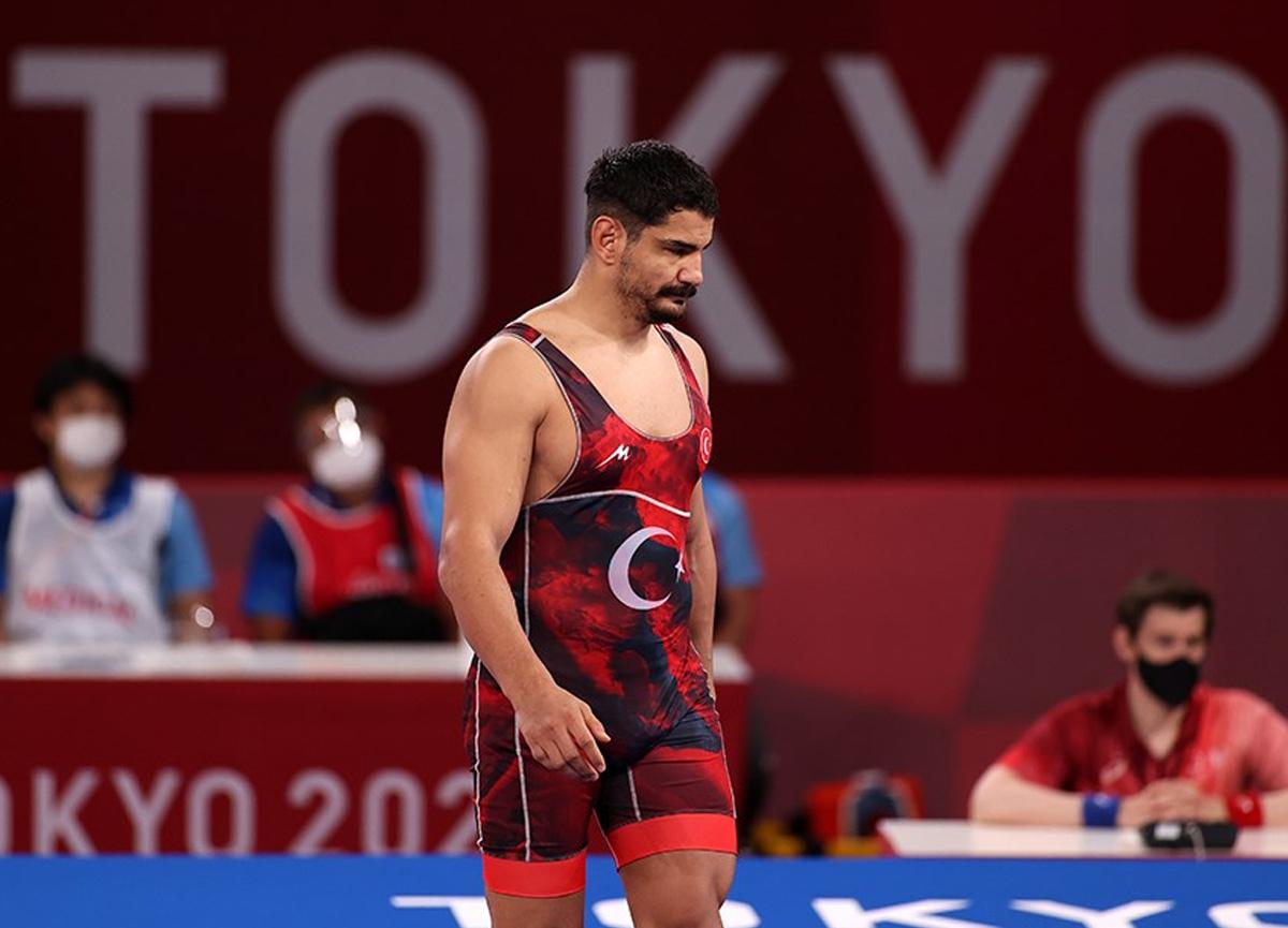 Milli güreşçi Taha Akgül final şansını kaybetti