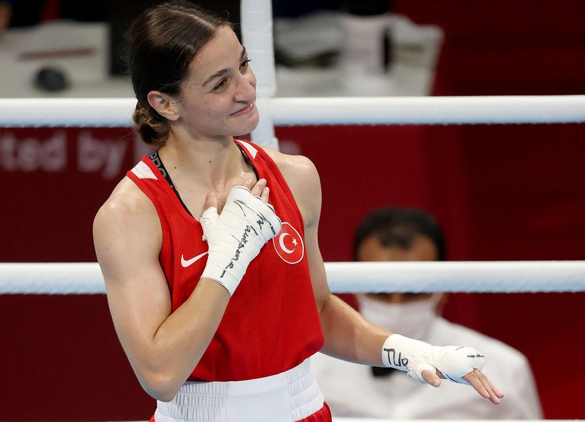 Buse Naz Çakıroğlu Tokyo 2020'de gümüş madalya kazandı