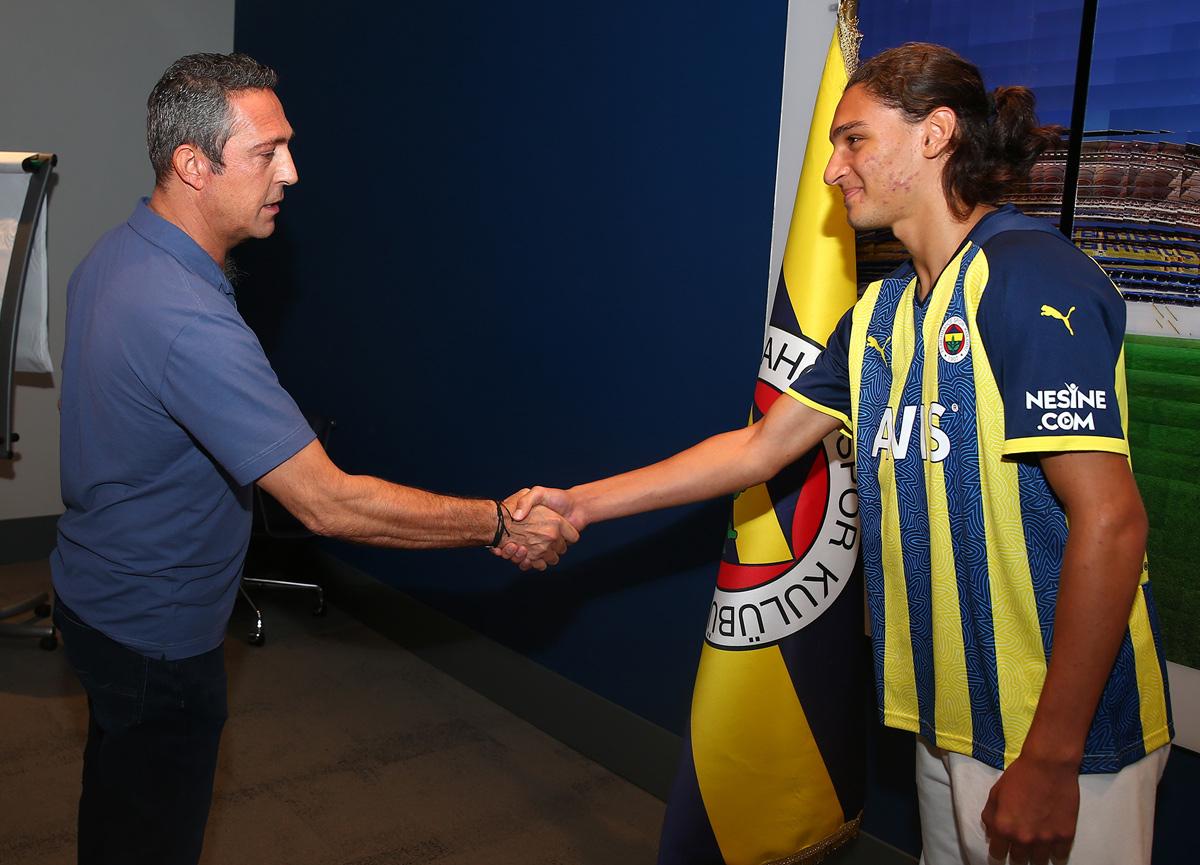 Fenerbahçe, Emir Ortakaya'yı transfer etti