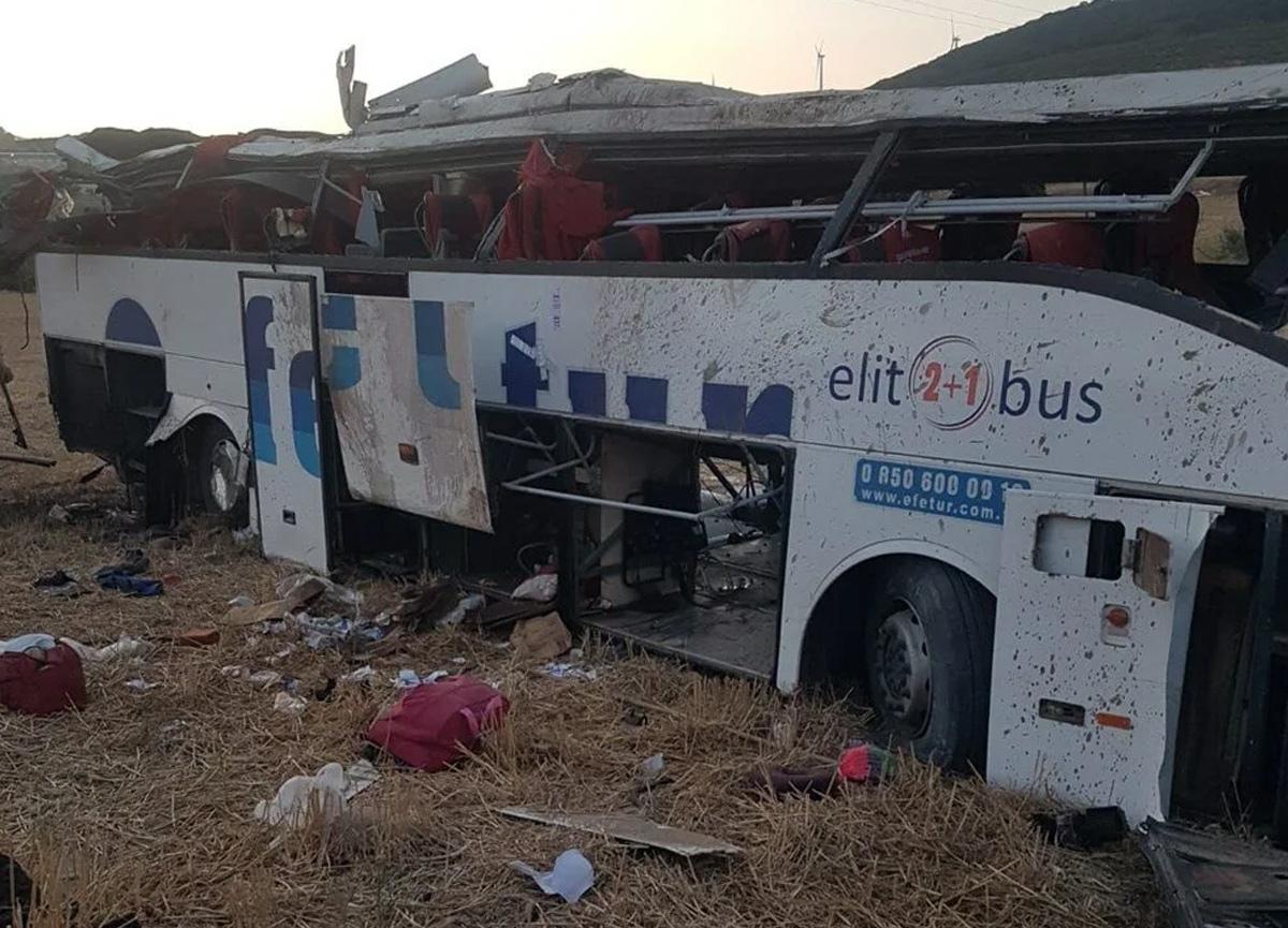 Balıkesir'de yolcu otobüsü devrildi: 14 kişi hayatını kaybetti