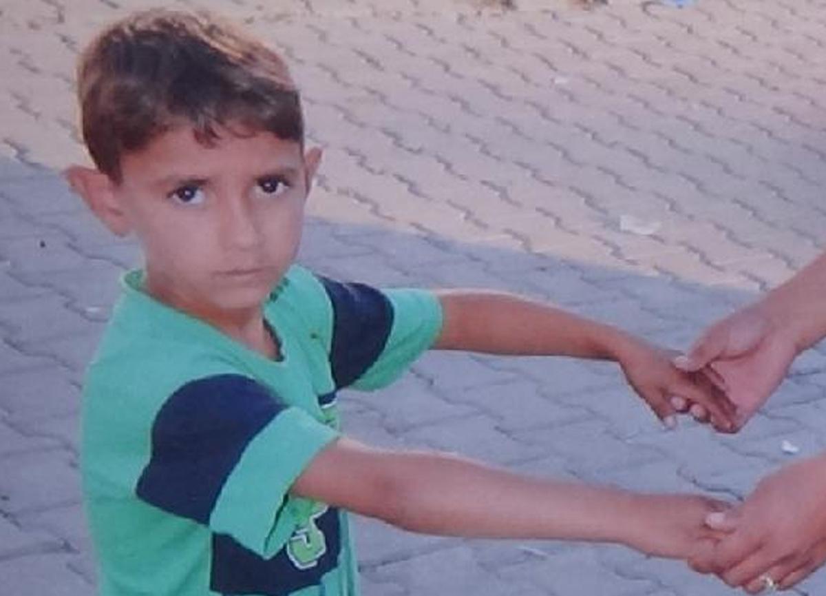 Üzerine kale direği devrilen 6 yaşındaki çocuk toprağa verildi!