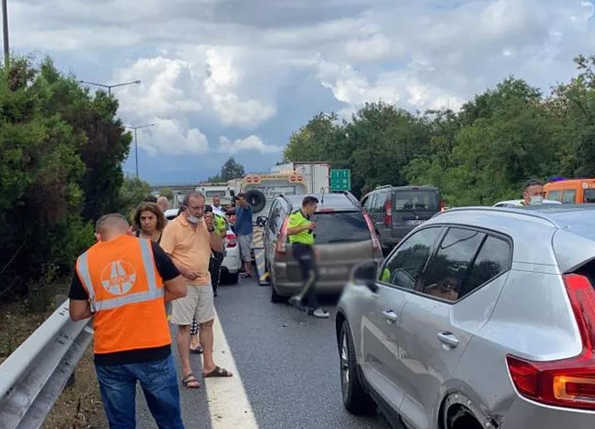 TEM'de 15 aracın karıştığı 3 kaza meydana geldi! 12 kişi yaralandı