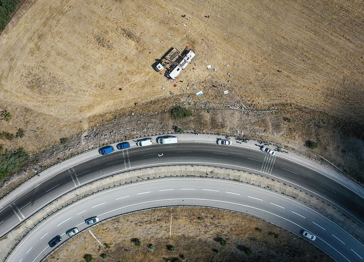 15 kişinin hayatını kaybettiği otobüs faciasından hafif yaralı kurtulan tek kişi sırrını valiye anlattı!