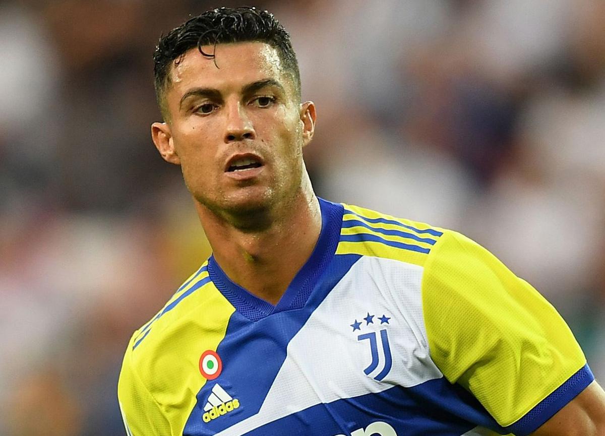 Cristiano Ronaldo, Manchester United'a transfer oldu