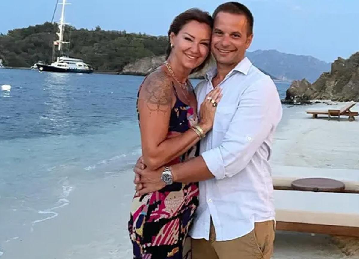 Pınar Altuğ eşiyle aşk dolu pozunu paylaştı! Kayınvalideden yorum gecikmedi...