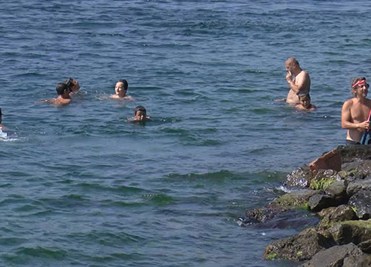 İstanbul'u nem bunalttı, sahile akın ettiler