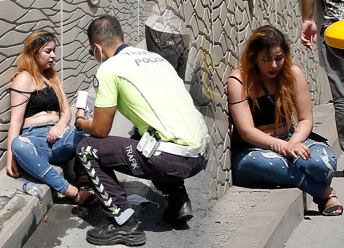 Taksim'de şaşkınlık yaratan olay: Sinir krizi geçiren turist taksiyi yumrukladı