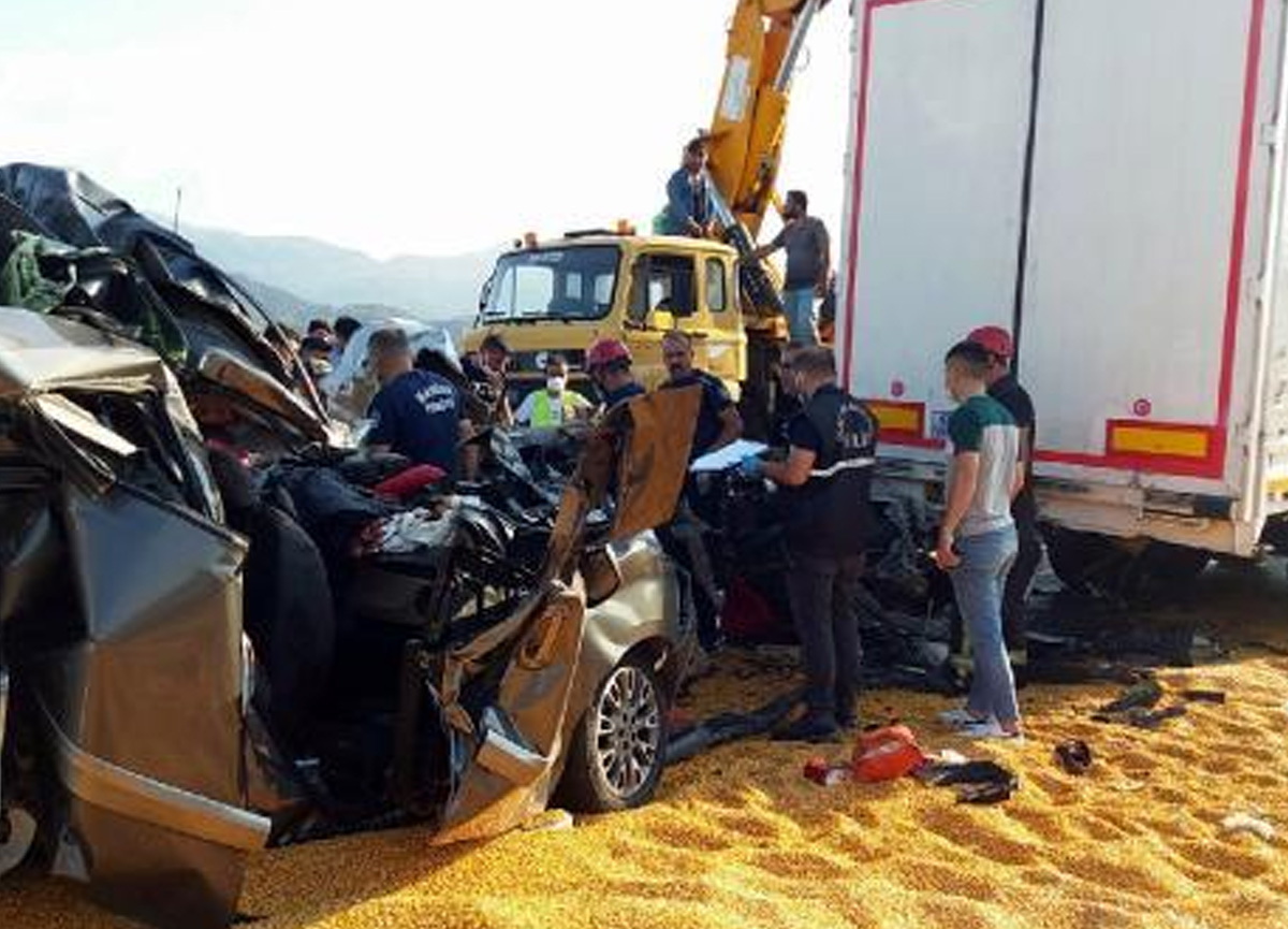 Manisa'da katliam gibi kaza! 3 ölü, 5 yaralı var
