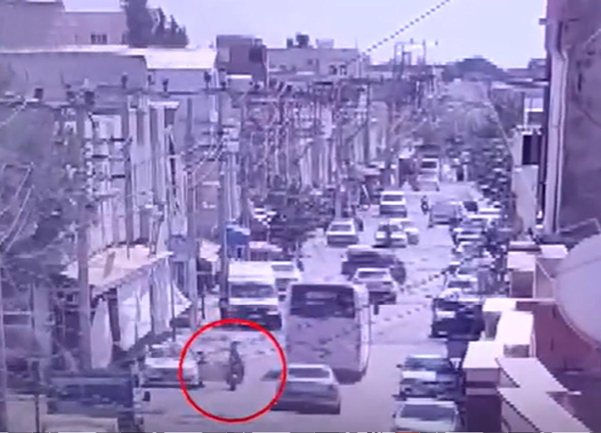 Kapısını açan araca çarptı, başka arabanın altında kalıp hayatını kaybetti