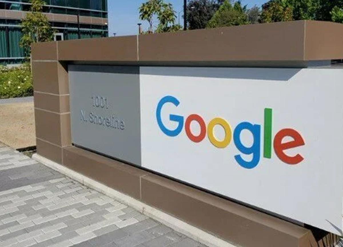 Google ofise dönüşleri Ocak 2022'ye erteledi