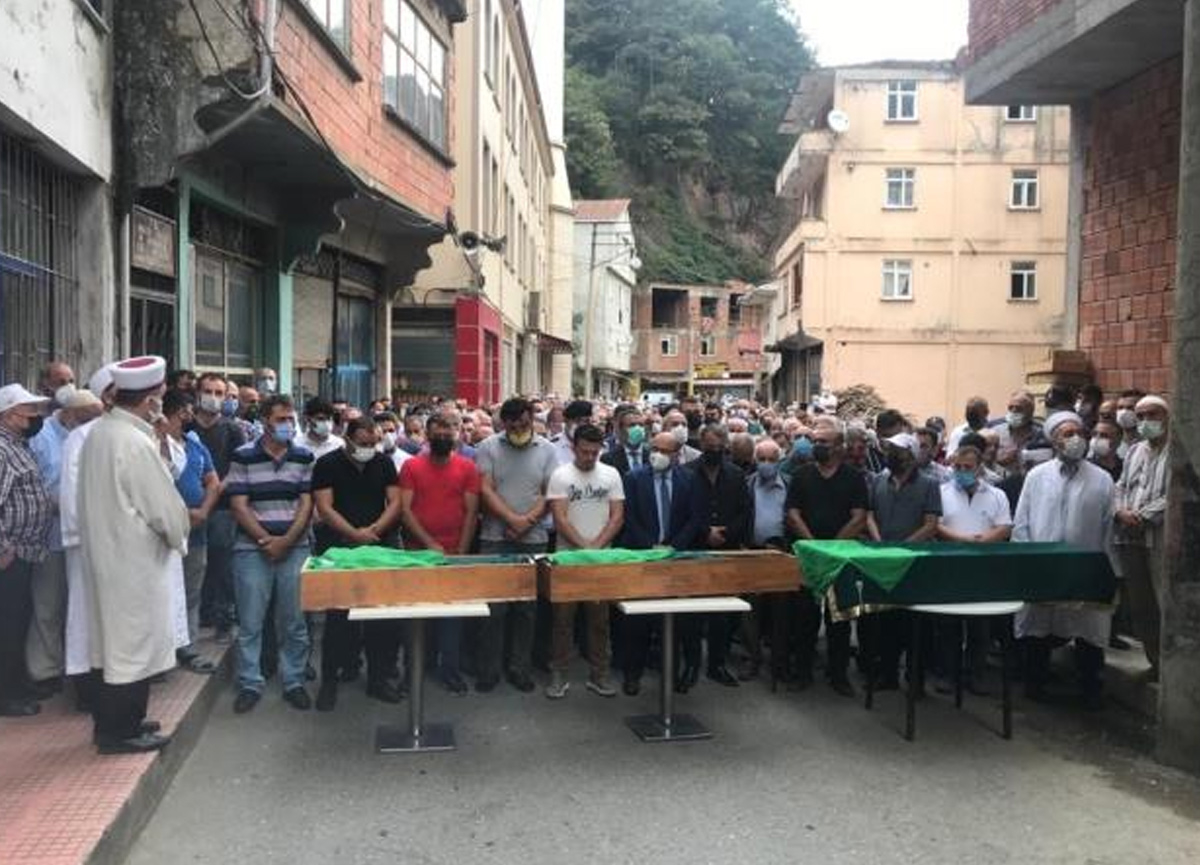 Babaları tarafından öldürülen 3 kız kardeş son yolculuklarına uğurlandı