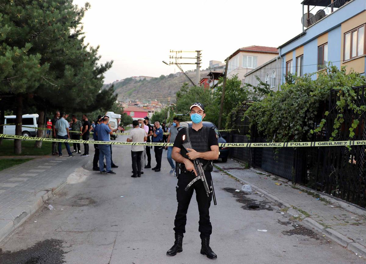 Akılalmaz cinayet: Arabasına top atan çocuğun babasını öldürdü