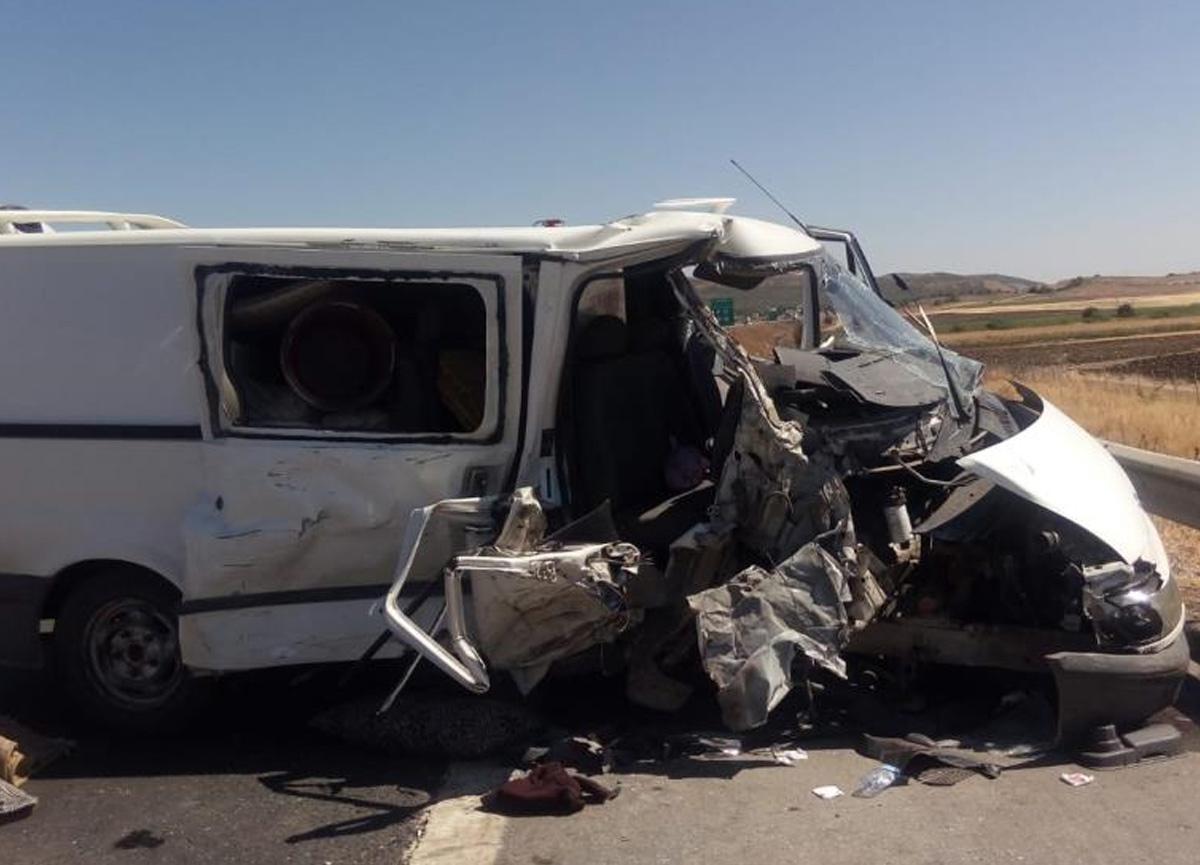 Gaziantep'te iki ticari araç çarpıştı! 2'si ağır 10 kişi yaralandı