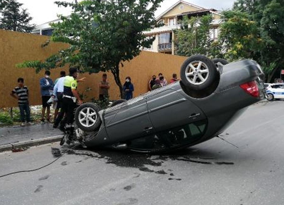 Düzce'de akıl almaz kaza! Araba birden ters döndü