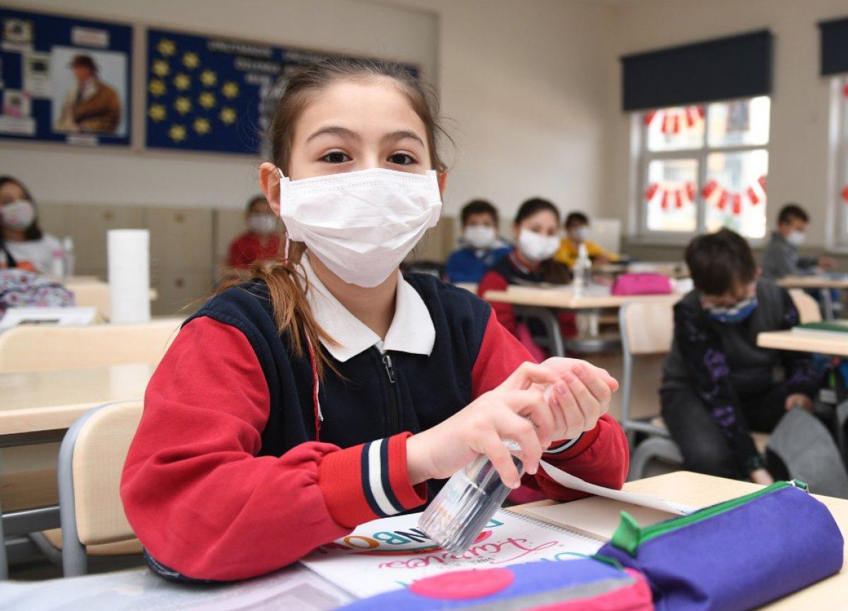 Milli Eğitim Bakanlığı okullar için Covid-19 rehberini yayımladı