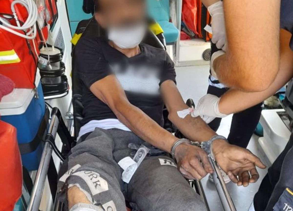 Polise bıçak çeken şüpheli, bacağından vurularak etkisiz hale getirildi