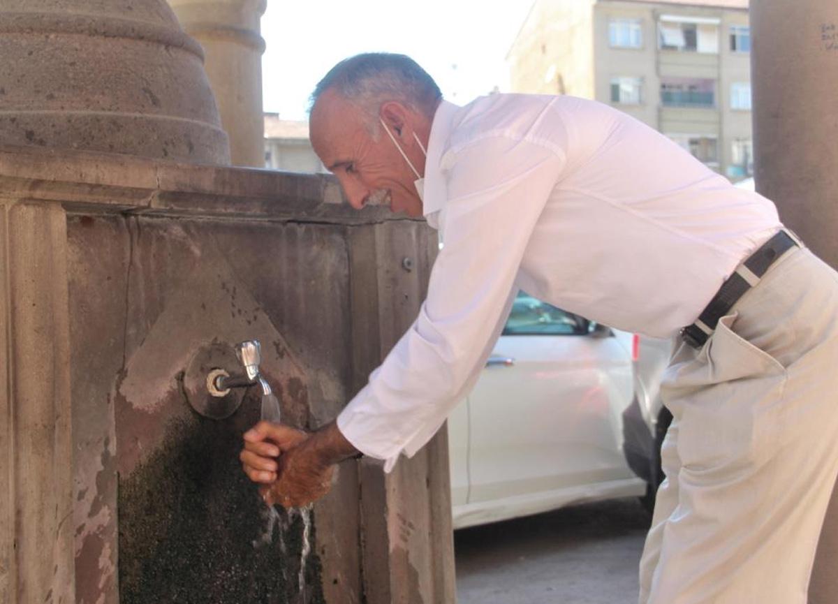 Termometreler 40 dereceyi gösterdi, vatandaş ne yapacağını şaşırdı