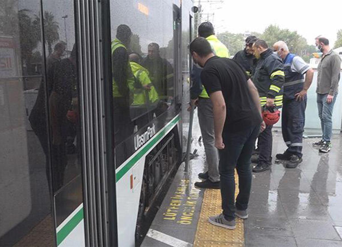 Tramvay durağında dehşet! Çığlıklarına koştular