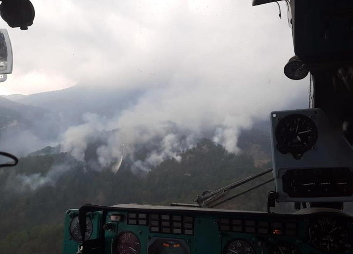 Antalya'da ormanlık alana düşen yıldırım yangına sebep oldu