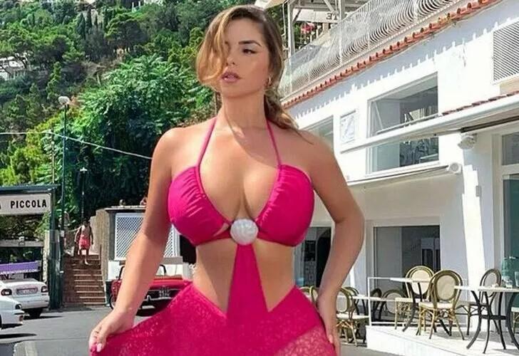 Demi Rose İtalya tatilinde! Göğüs dekolteli tulumu şaşkına çevirdi