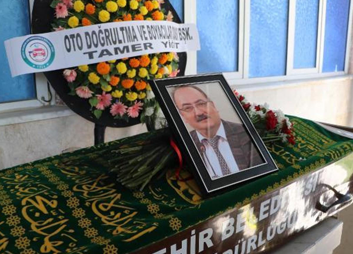 Aşı karşıtı gazeteci koronavirüsten hayatını kaybetti
