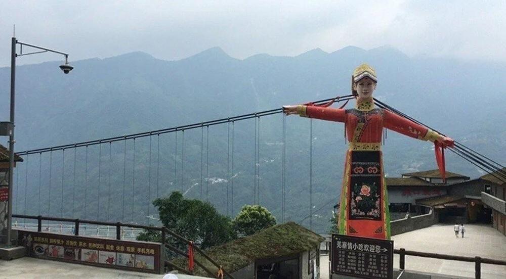 Cehennem kapısından matruşka oteline: Çin'in en çirkin binaları yarışıyor
