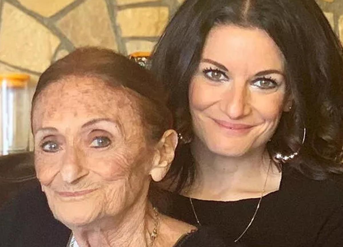 Müzisyen Jehan Barbur annesi hayatını kaybetti!