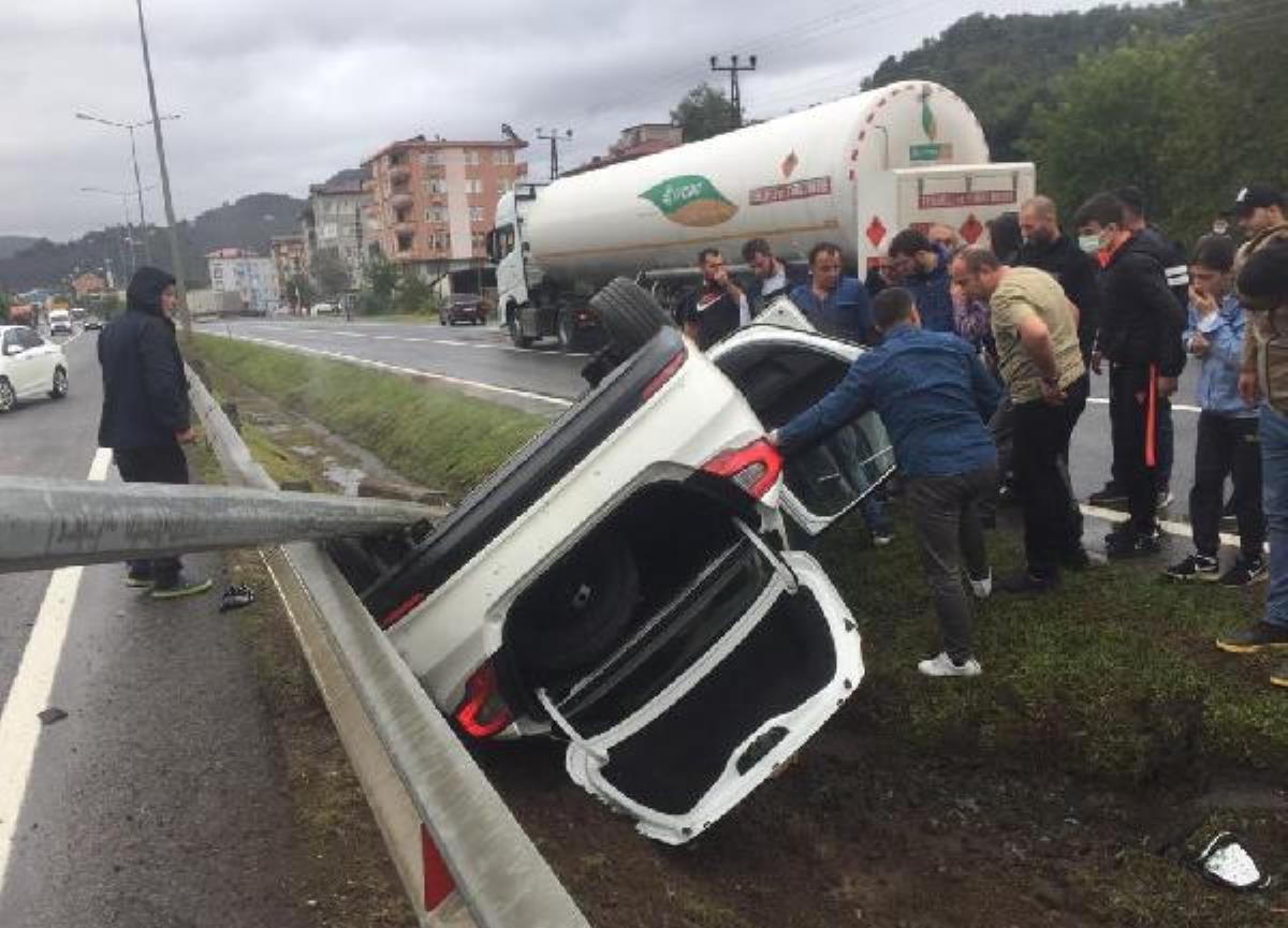 Otomobil takla attı; kaymakam ve şoförü yaralandı