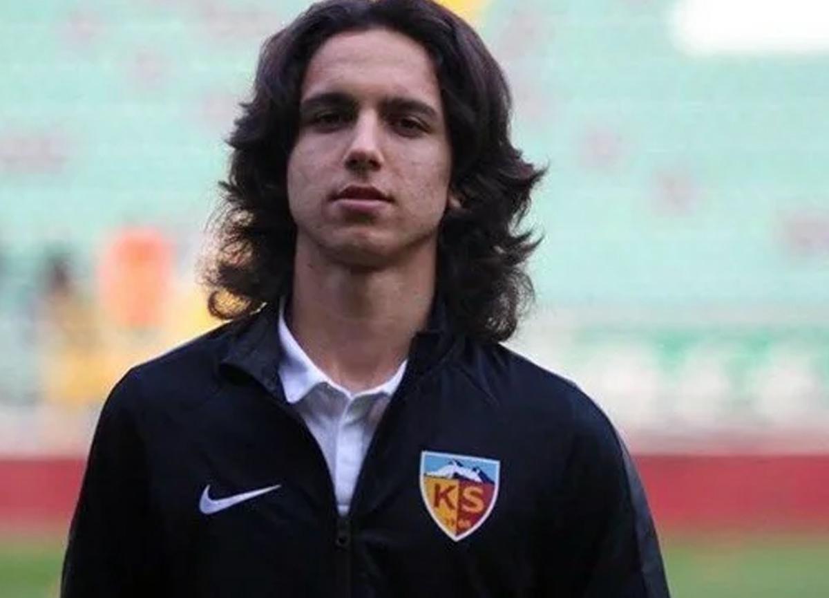 Kayserispor'un 17 yaşındaki futbolcusu Emre Demir, Barcelona'ya transfer oldu