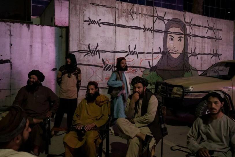 Taliban askerlerine selfie uyarısı geldi!