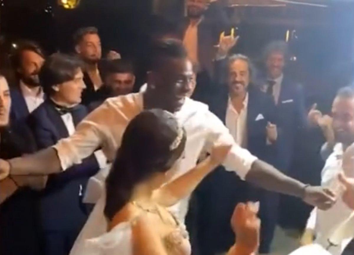 Mario Balotelli, Adana'da bir düğüne katıldı ve çiftetelli oynadı