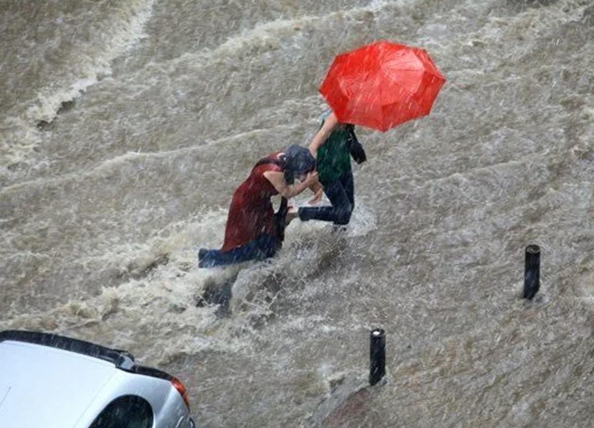 Meteoroloji'den Doğu ve Batı Karadeniz için sel uyarısı